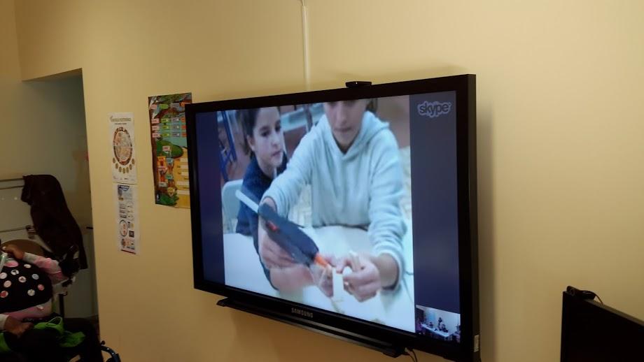 No quadro interativo, alunos da Bobadela mostram como se monta uma rela