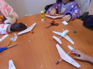 Aviões construídos pelos alunos