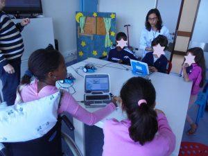 Professores e alunos programam os mbots
