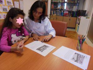 Professora Diana com aluna a realizar exercícios em TeleAula com IPO