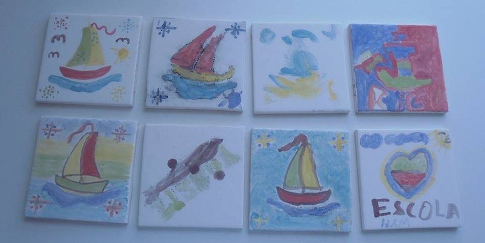 Azulejos pintados pelos alunos