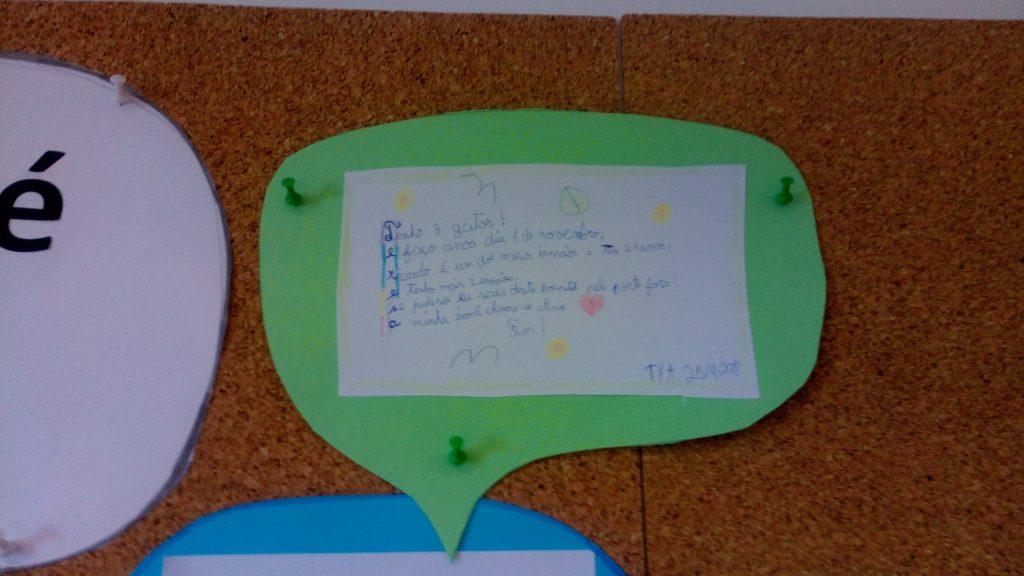 Balões de fala contendo trabalhos dos alunos