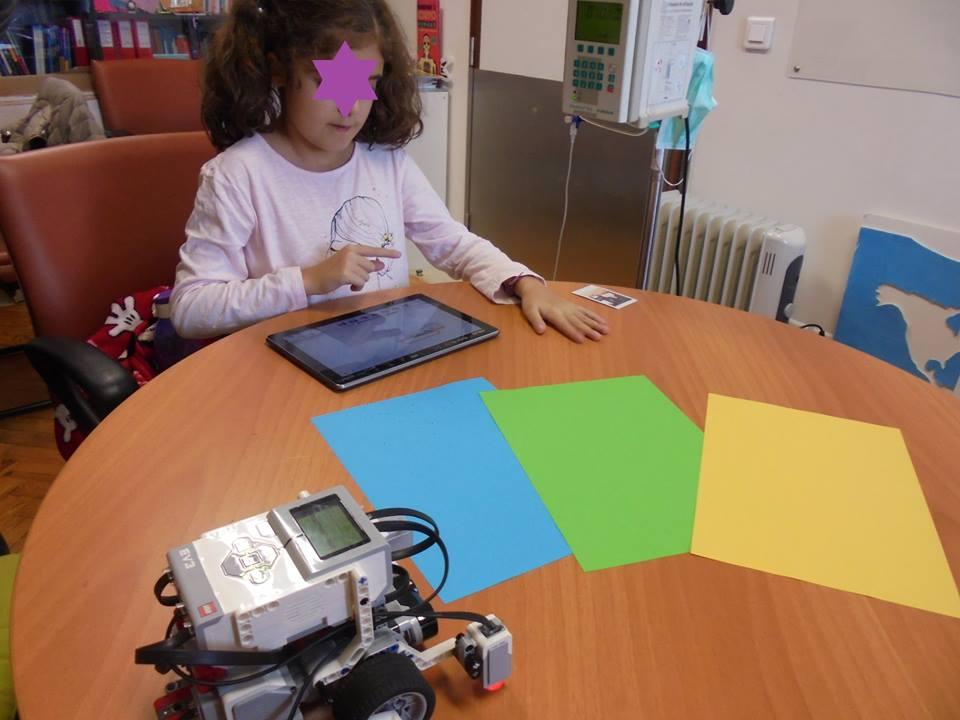 Aluna programa robot