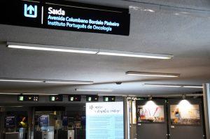 Cartazes da exposição na estação de metro
