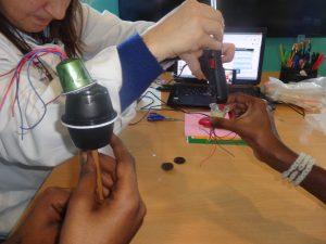 Criação de instrumentos musicais com cápsulas de café