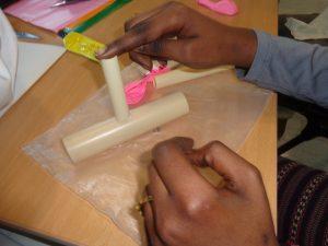 Criação de instrumentos musicais com tubos plásticos