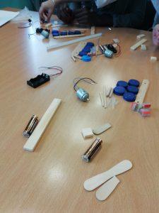 Materiais para a montagem do avião