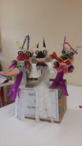 Dragões já construídos numa caixa