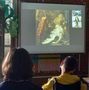 Os alunos observam e comentam uma pintura de Jan Weenix.
