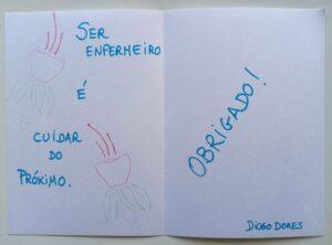 Um postal terminado com umas flores que diz: Ser enfermeiro é cuidar do próximo. Obrigado!