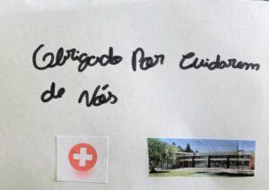 Um postal terminado com colagem de uma fotografia do CMRA e que diz: Obrigado por cuidarem de nós.