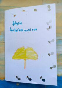 Um postal terminado com a folha de uma ginkgo biloba que diz: Feliz dia dos enfermeiros.