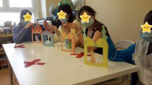 Teatrinhos em papel construídos pelos alunos