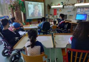Visão quase global da sala de aula.
